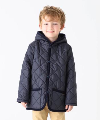 軽くて暖か、カジュアルだけど上品な大人のデザインをそのままキッズサイズにしたジャケットです。ベーシックな色合いの他に、水色やピンクなど子供らしい色合いもあります。