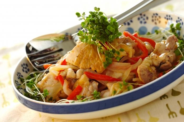 温かいマリネもいいですね。こちらは鶏肉と野菜を炒めてマリネ液と和えたホットマリネ。ナンプラーとハーブソルトでちょっぴりエスニック風に。