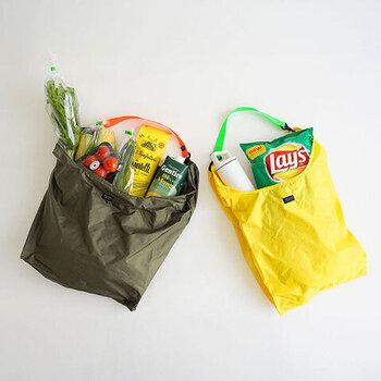 馴染みのあるフォルムが安心感を与える「レジ袋」をリスペクトして作ったマイバッグはその名も「REGII」。シンプルでありながら機能をともなう普遍的なデザインであるレジ袋は「スタンダードサプライ」のブランドコンセプトにも通じるため、この形状のとっても使いやすいマイバッグが誕生しました。