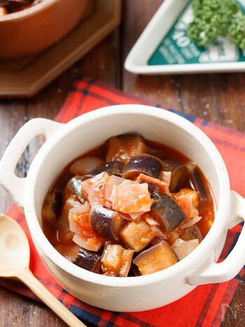 野菜をたっぷり食べられるラタトゥイユを、レンジで簡単に♪食材を切って耐熱容器に入れ、調味料を加えてレンジに入れれば完成です*