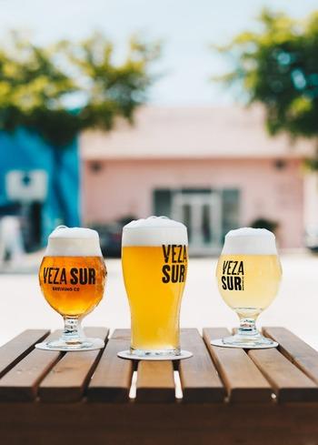 配送されたビールは専用アプリへ自動的に追加。レビューをすれば、データが蓄積されるうちに苦手なビールは届きにくくなり、好きな種類はどんどん覚えていってくれるので、使い続けるほどに満足度がどんどん高まるサービスです。