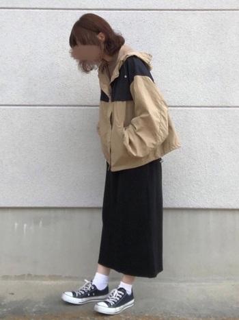 プチプラの代表でもあるしまむらでは、トレンド要素を取り入れたマウンテンパーカーが並んでいます。ボリューム袖やオーバーサイズなど、女性が可愛く見えるデザインを豊富に取り扱っています。
