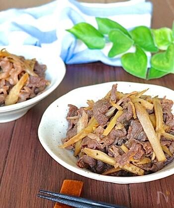 具材を切ったらお鍋でコトコト煮込むだけなので、お料理初心者さんにもおすすめのレシピ。味噌を使うことでこってり感がアップ!お弁当のおかずの作り置きとしてもおすすめです。