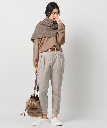 肩・腕・背中をすっぽり包んでくれるスヌードなら、ショール感覚でサッと着用できて暖かいです。