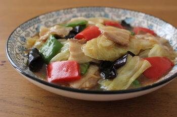 """中華の人気あんかけおかず「八宝菜」は、五目うま煮ともいわれます。「八」は8種という意味ではなく""""多くの""""という意味。豚肉やピーマンのほか、エビ・イカ、タケノコ、キクラゲなどが入るのが一般的。"""