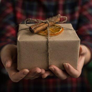 真面目さんは自分を律するあまり、楽しいことから自ら遠ざかってしまっているのかもしれません。ちょっと頑張ったな、疲れたなと感じたときに、自分に小さなプレゼントを贈ってください。美味しいコーヒーや、可愛い雑貨、気になっていたお店のスイーツなどなど。緊張感をほぐし、ホッとひといきつける贈り物がいいですね。