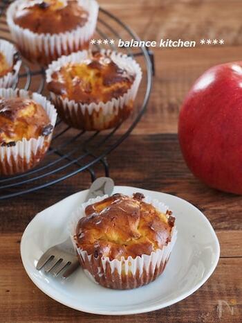 こちらは、糖質50%オフのスイーツ粉を使用して作るりんごのマフィン。混ぜて焼くだけ、後はオーブンにおまかせの簡単レシピです。罪悪感なく食べられるレシピは覚えておくと便利ですね。