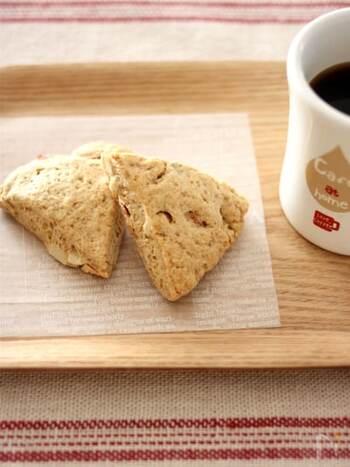 粉を100%全粒粉で作る「全粒粉とナッツのざくざくスコーン」。くるみ、アーモンド、カシューナッツなど、たっぷり入れて、香ばしくより美味しい仕上がりに。