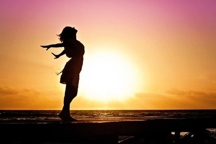 自分の行動を振り返ってみると、今まで当たり前だと思ってたことが実はとても幸せなことだったのだと気付かせてくれます。人は、幸せの基準が低ければ低いほど、たくさんの幸せを感じ取れます。そして、自分が何を求めているか、何をしている時が幸せなのかを知り、本当にやりたいことが見えてくるでしょう。