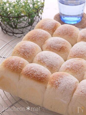 練乳が入った、やさしい甘さのちぎりパン。中にチョコやあんこを入れてアレンジしてもいいかもしれませんね。