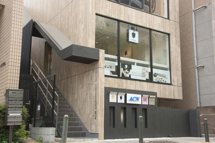 代官山駅から歩いて2~3分のところにある「DOTORI Macaron(ドットリ マカロン)」は、毎週デザインが変わるオリジナルのトゥンカロンが人気のお店です。