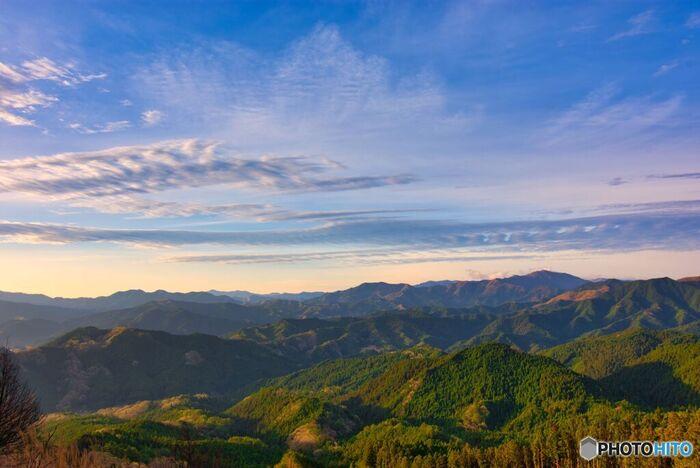 奈良県宇陀市の東部、三重県との県境に位置する曽爾村は、「日本で最も美しい村」連合に加盟している美しい村です。この村の歴史は古く、古事記には「蘇邇」、日本書紀では「素珥山」などと記述されています。
