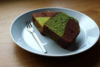 ほうれん草の緑色とココアの茶色が二層になったおしゃれなパウンドケーキです。ペースト状にしたほうれん草を混ぜ込んだ生地とココア生地をマーブル状に合わせ、見た目も美しく仕上げています。そのままでも良し、さらに表面にチョコをかけて豪華にしても良し!お好きな食べ方で楽しんでみて。