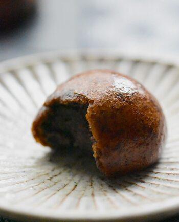 インドネシア産ならではのまったりとした舌触りのコーヒーには、黒糖やあんこを使った甘みのある和菓子もよく合います。ようかんやおまんじゅう、かりんとうなどそれぞれ異なる食感も楽しく、食べ応えもばっちりです。
