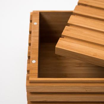 本体とフタにマグネットが付いていて、簡単に固定できます。箱のサイズは幅29.2cm×高さ11.1cmと大きめ。ティッシュ箱が余裕で入りますね!