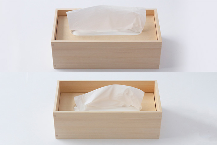 ティッシュ箱のまま入れられますが、ティッシュを取り出して入れると檜の香りが付いて癒やし効果抜群!鼻に当てて深呼吸したくなりますよ。中身が減るとフタが下がるので、残量が一目瞭然です。