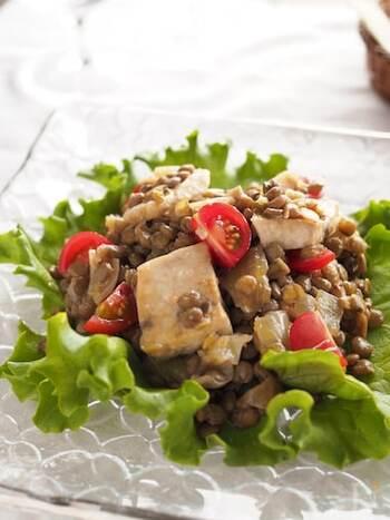 メカジキのソテーとレンズ豆を合わせたデリ風マリネサラダ。作り置きもできますので、忙しいときやお弁当にも重宝します。ワインのおつまみにもよさそうですね。
