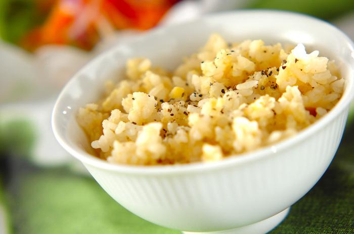 レンズ豆をお米とともに炊くと、もっちりおいしいレンズ豆ご飯になります。ちょっとユニークなご飯も、気分が変わっていいですね。洋風の味わいですが、和食にも合いそうです。