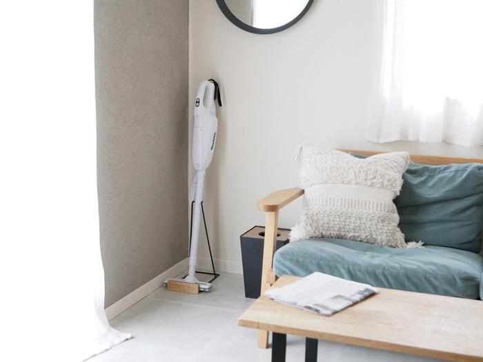 あなたは家事のなかで苦手なものはありますか。 もしストレスを感じてしまうほど苦手な家事があれば、できるだけ使いやすい家電を取り入れるのもひとつの方法です。  たとえば、掃除が苦手なら思い立ったらすぐに使えるデザインが素敵なスティック掃除機を使ってみてはいかがでしょう。コードレスで小回りのきくスティック掃除機なら、掃除も楽しく感じられるかも。