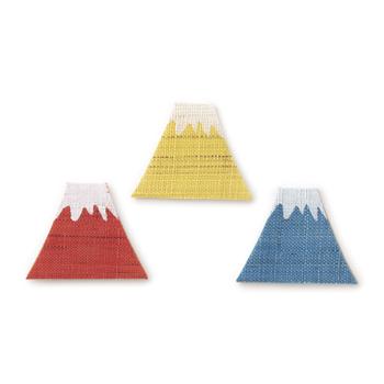手織りの麻を使った富士山モチーフのしおりは、マグネット付きで読んでいる途中のページに挟んで留めるタイプ。カラフルな色に気分が上がります。しおりとしてはもちろん、クリップとしても使えますよ!