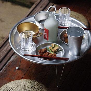 気になる食器はありましたか?磁器や陶器が多い日常使いの食器の中に、アルミやステンレスの食器を投入してみると、さりげない非日常感を楽しめます。