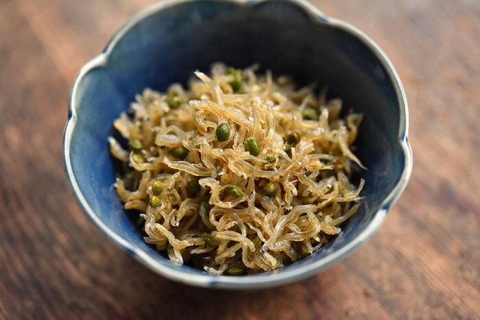 山椒といえば、ちりめん山椒を思い浮かべる人も多いのではないでしょうか。京都のお土産などでも知られていますね。フレッシュな実山椒で作ると、香りも風味もより爽やかでご飯が進みます。