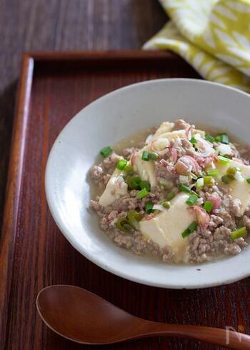 中華料理の麻婆豆腐には花椒を使いますが、代わりに山椒を入れると和風のおいしさに。さっぱりした麻婆豆腐もなかなかいい味わいです。