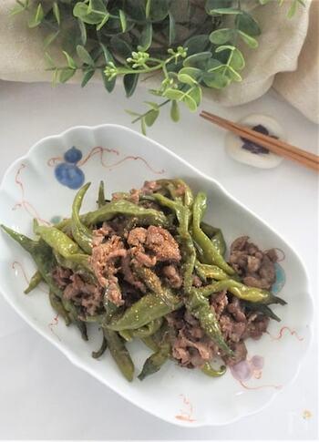 牛肉の炒め煮に実山椒を加えると、いつもとは違う爽やかで個性的な味わいに。おかずとしてはもちろん、おつまみにも合う本格的なおいしさです。