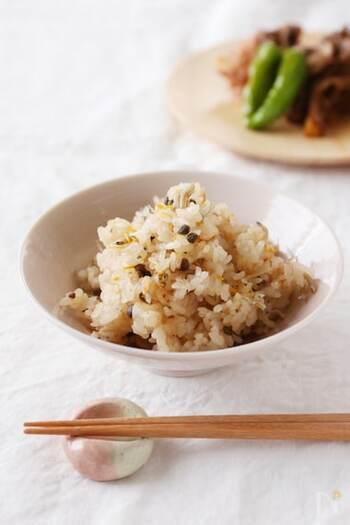 材料を入れてスイッチを押すだけ!実山椒の佃煮とじゃこを使った炊き込みご飯。混ぜご飯よりも山椒の味がよりしっかり楽しめるようです。