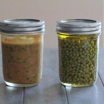 実山椒のオリーブオイル漬けも、保存がきくいいアイデア。和洋問わず、さまざまな料理に使えます。小さめの瓶で少しずつ作ると新鮮さが保てるのでいいかもしれませんね。