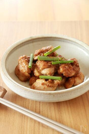 山椒は、味噌との相性も抜群。いつもの鶏もも肉焼きも、山椒味噌を使うことでワンランク上の味わいになります。おもてなしにも出せるおいしさですよ。
