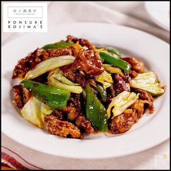 豚肉×ピーマン×キャベツの組み合わせといえば、回鍋肉(ホイコーロー)は外せません。野菜を先に、肉は低温、たれをしっかり絡めるのが、おいしく仕上げるためのポイントです。
