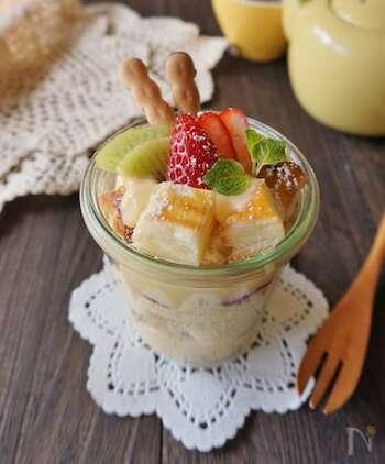 ちょっとした切れ端は、パフェにトッピングして。サクサクのパイ+フルーツ+クリームは、相性最高の組み合わせです。