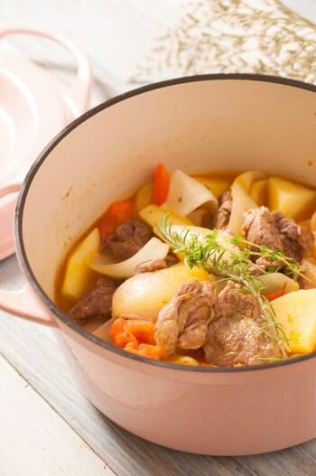 グランメール風とは「おばあちゃん風」という意味だそう。お肉、じゃがいも、玉ねぎなどがたっぷりのフランス風肉じゃがです。