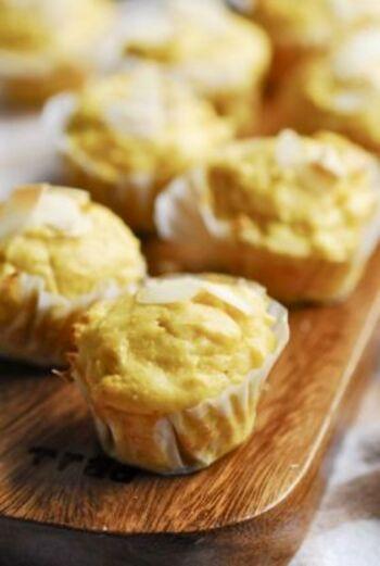 卵とバターを使わずに作るマフィン。木綿豆腐が入り生地はしっとりしていてもっちり。かぼちゃの素朴でやさしい甘さがクセになるマフィンは、何度もリピしたくなりそう。しかも嬉しいことに作り方もとっても簡単♪