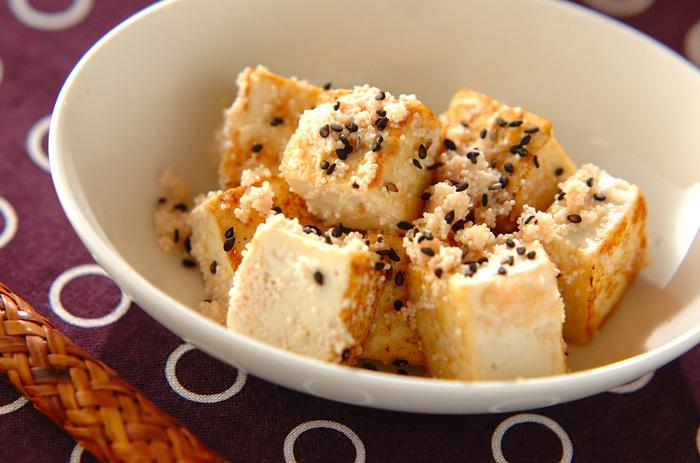 味付けはたらこと、家にある調味料だけでOK!手早く作れておいしい豆腐のタラコがらめは、朝食のごはんのおともにも使えるので朝、たっぷり作れば、朝のおかずとお弁当のおかず両方に使えて便利です。