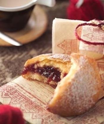ベルリーナーは、大晦日に食べるドイツの伝統的な揚げパンです。ラズベリージャムを挟んでいただくのが定番♪