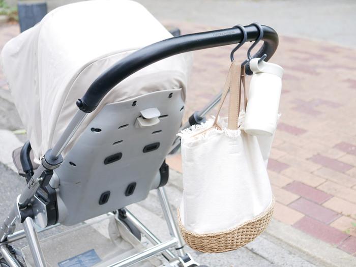 ベビーカーに取り付ければバッグの定位置に。荷物が多くて外出が億劫な時の頼もしい味方になりますね♪