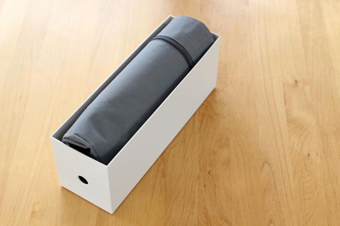 使う頻度がぐっと増えたエコバッグの収納術。大きめのレジカゴバッグは、長方形に畳んで無印のファイルボックスにIN♪生地が柔らかめのバッグの収納におすすめです。