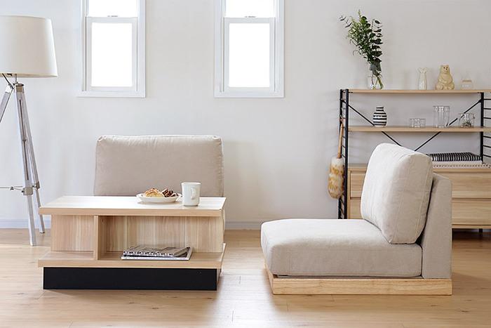 圧迫感がなく、お部屋に開放感をもたらすロースタイル。幅は75cmと広めの設計なのでゆったりと寛ぐことができ、ゆとりのある奥行きなので深く腰掛けることができます。脚を伸ばして全身を預けられる安心感があり、リラックスタイムに最適です。