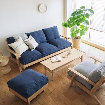 二〜三人掛けソファーの場合、家族が増えたり、お子さんが成長したときにもう一台増やすとなると、スペース的に難しいですよね。でも、一人掛けソファーなら、一台増やしても省スペースで圧迫感も少ないのでおすすめです。
