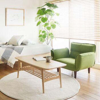 二人掛けソファーの場合、横幅の平均は120~140cmほど。対して、一人掛けソファーの横幅は平均でおよそ60~80cmととっても省スペース。ワンルームなどの限られたスペースでも設置することができます。