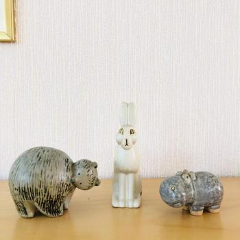 1825年創業のスウェーデンを代表する食器ブランド「グスタフスベリ(GUSTAVSBERG)」。ムーミン(トーベ・ヤンソン)の陶器といえばアラビア社ですが、リサ・ラーソンが出がけた陶器といえば、グスタフスベリ社製。グスタフスベリのラインナップでは、リサのかわいいオブジェや陶板にも出会えます。
