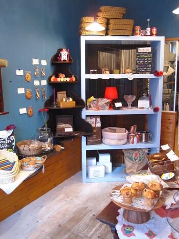 高円寺ルック商店街にある「Steka&Mjol(ステカ&モジョル)」は、かわいいアイシングクッキーが人気の小さなお菓子屋さんです。