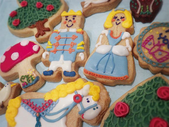 店主がクッキー作りからアイシングのデザイン考案まですべてひとりで行っているそう。ハンドメイドのデコレーションは、絵本の世界から飛び出してきたようなストーリーが感じられます。