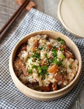 食べ応えある豚バラ肉がごろごろと入ったレシピ。冷めてもおいしいので、お弁当やおむすびにもオススメです。
