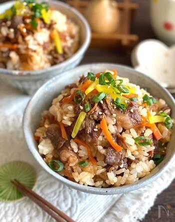 韓国風巻き寿司キンパを混ぜご飯にアレンジ。こってり焼肉にたくあんの甘塩っぱさでやみつきになる味♪