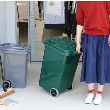 アメリカンスタイルのかっこいいダストボックス。日本の家庭でも使いやすいサイズ展開です。車輪付きなので、移動やお掃除の際も便利!