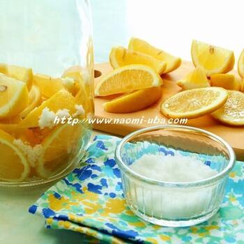 国産レモンと天然塩を使った塩レモンの作り方は、こちらを参考にしてみてください。