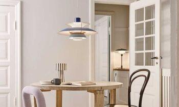 ルイスポールセンの名作として時代を超えて愛されるPH5。シェード部分はカラーバリエーションが多く、程よいカジュアルさがカフェのような空間を作ります。キッチンやリビングの照明として使うとオシャレな部屋に様変わり。美しい光で居心地の良い時間を作ります。